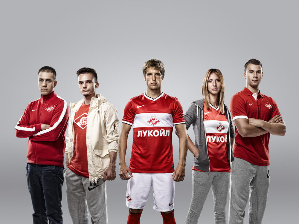 Fans Join Spartak Players to Unveil New Kit
