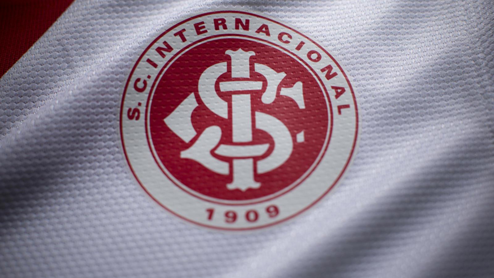 nike_futebol_internacional_away_distintivo