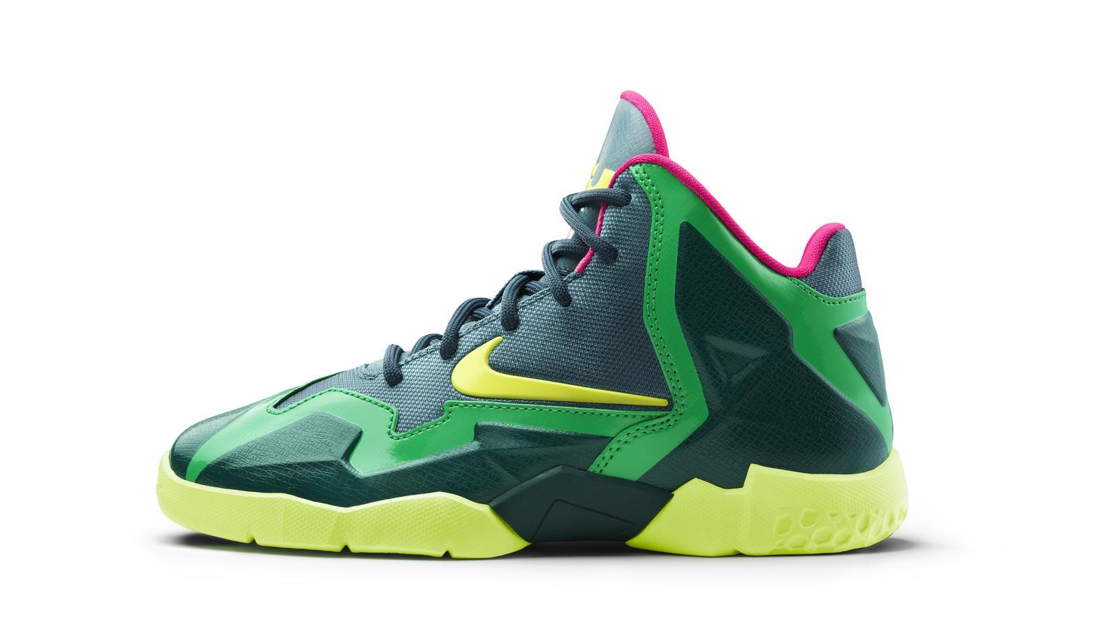 salida Útil a lo largo  LEBRON 11 T-Rex Colorway: Big Inspiration for Smaller Feet - Nike News