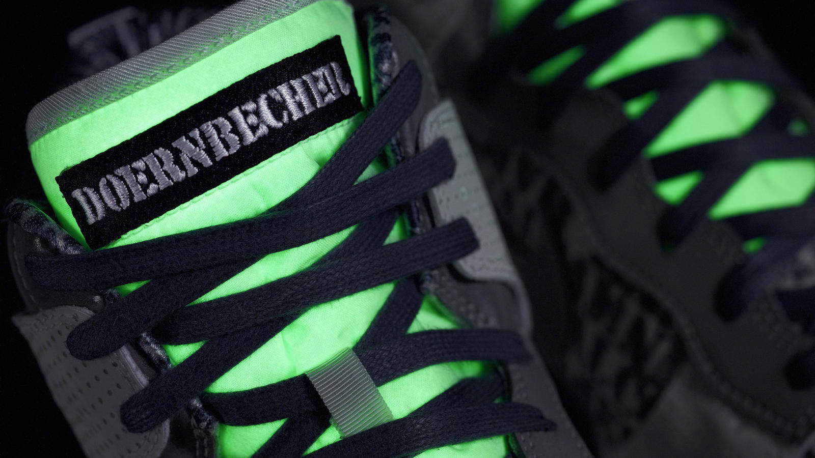 doernbecher_nike_10th_auction_tongueglow