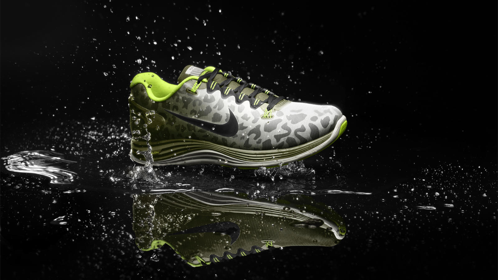 which nike running shoes are water resistant