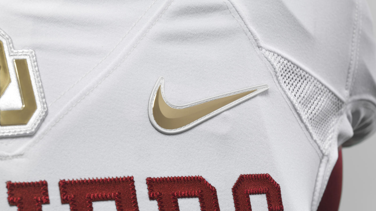 ncaa_fb13_uniforms_oklahoma_swoosh_0000