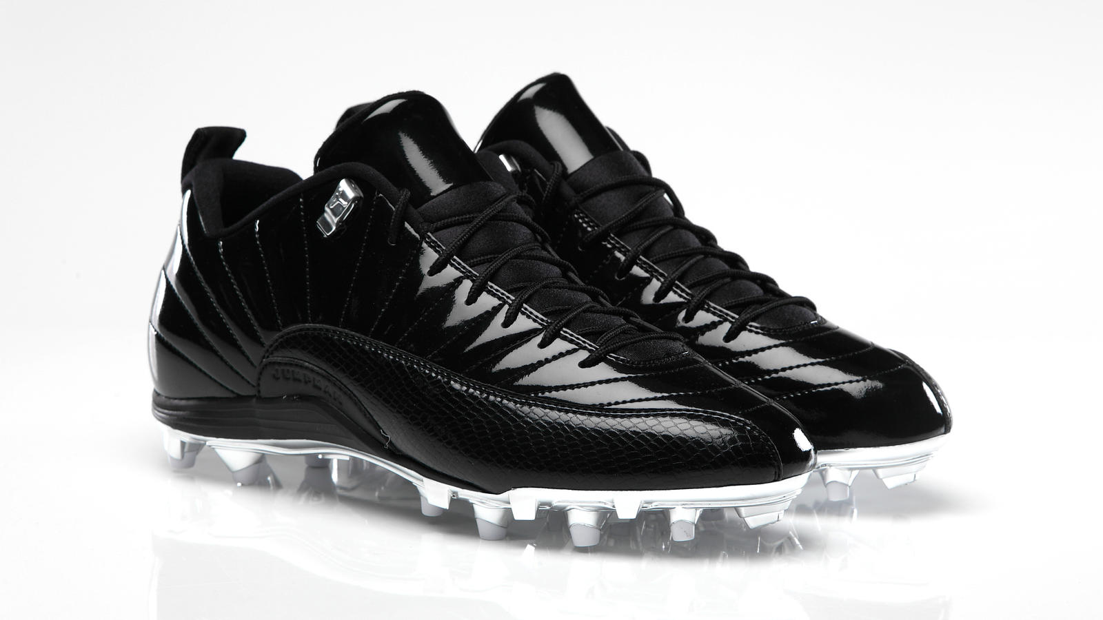 AIR JORDAN XII Cleat Charles Woodson