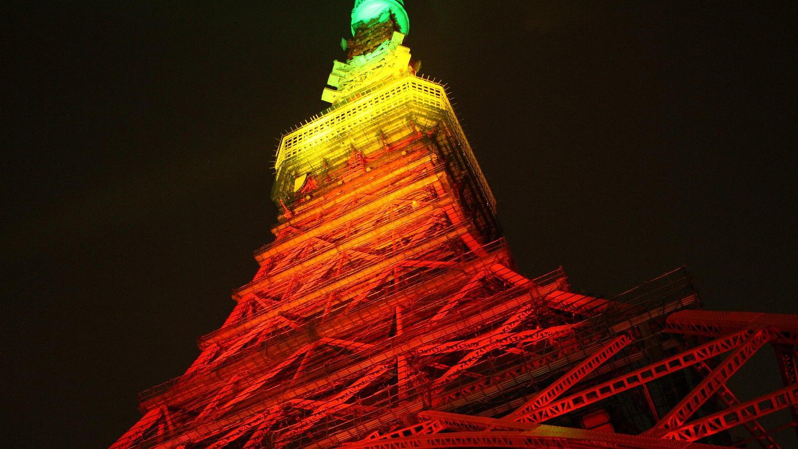 Tokyo Tower from ground floor
