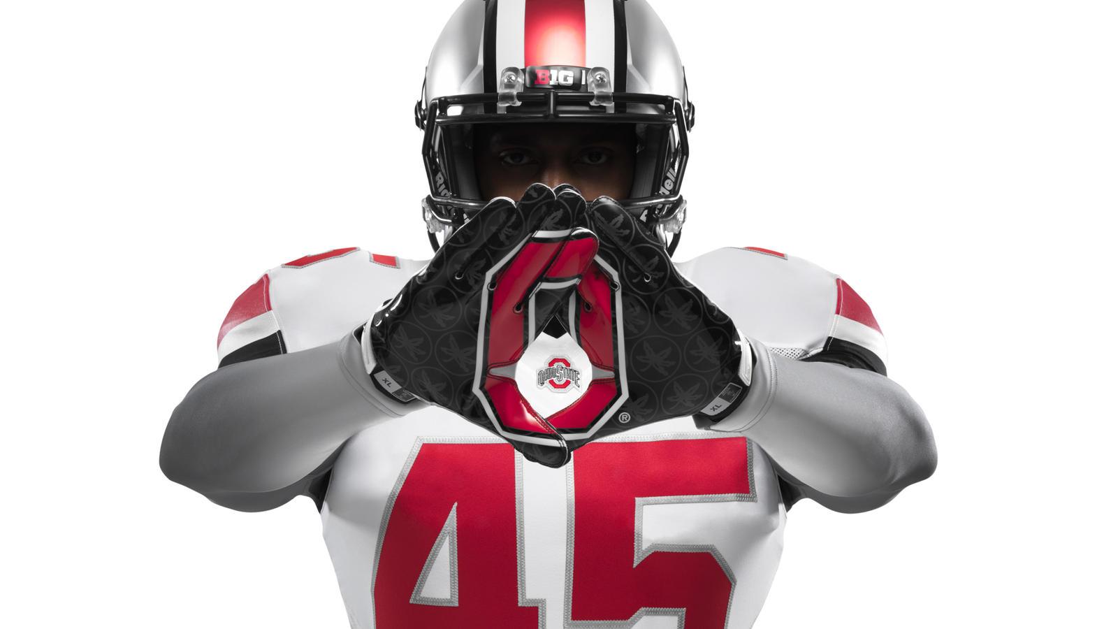 ncaa_fb13_uniforms_ohio_gloves_0043