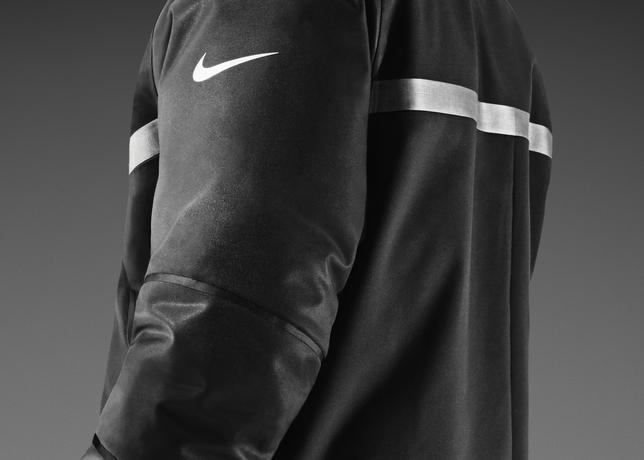 56a2b2256 The Nike 550 Parka - Super Bowl Edition features a 10