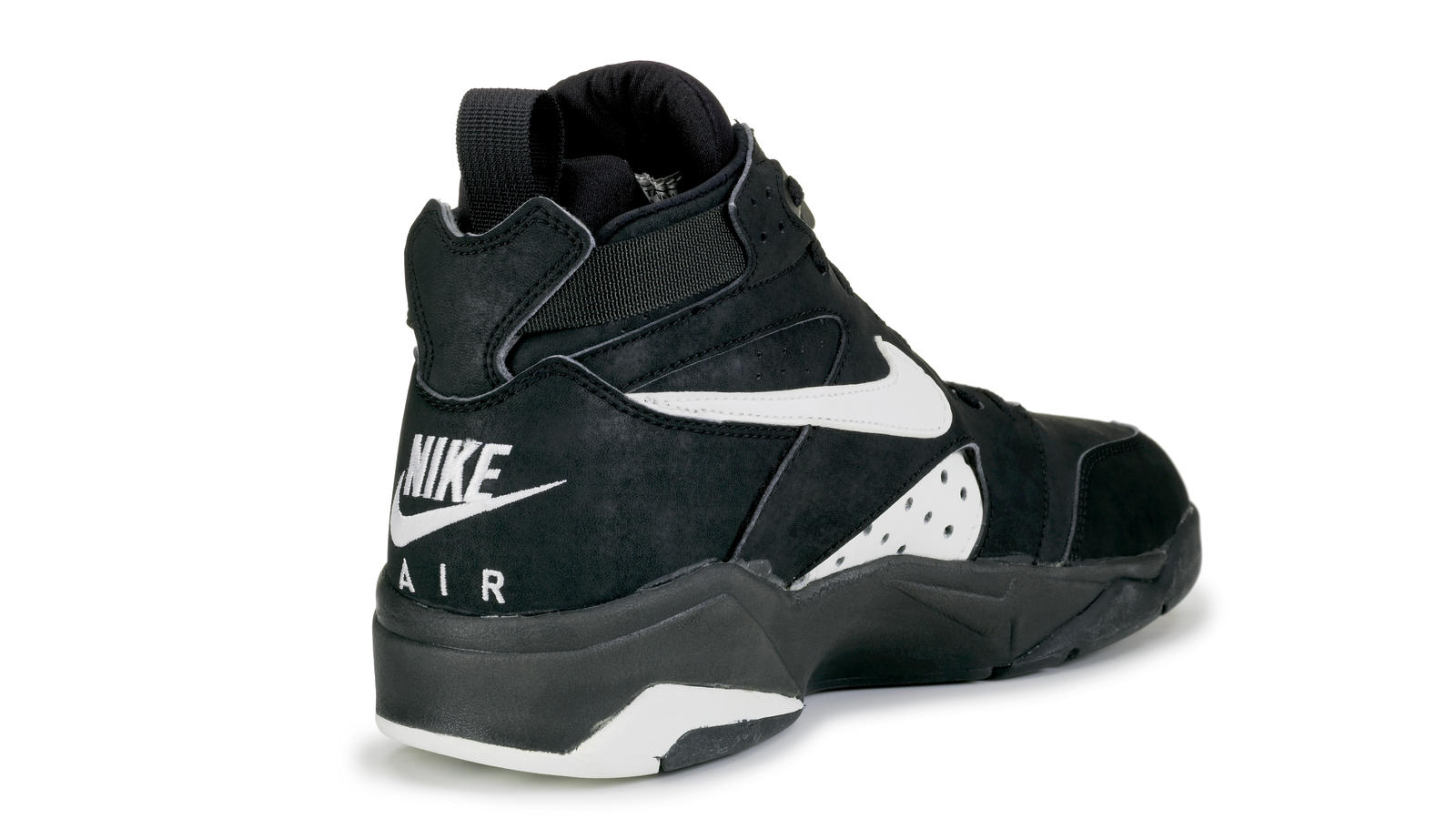 reputable site 9bff6 51e01 Rewind back to Nike s Holiday 1992 footwear lineup and you ll come across a  hidden gem that plays an influential role in basketball shoe design to this  day.