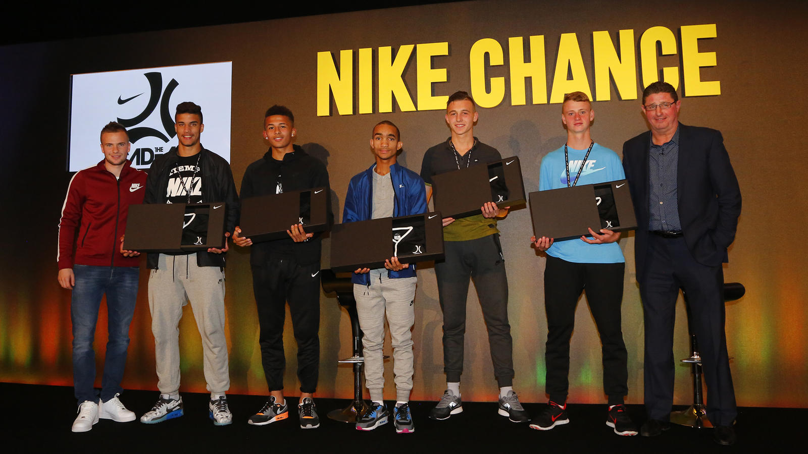 The Chance Global Showcase winners with Tom Cleverley and Head Coach at the Nike Academy Jimmy Gilligan