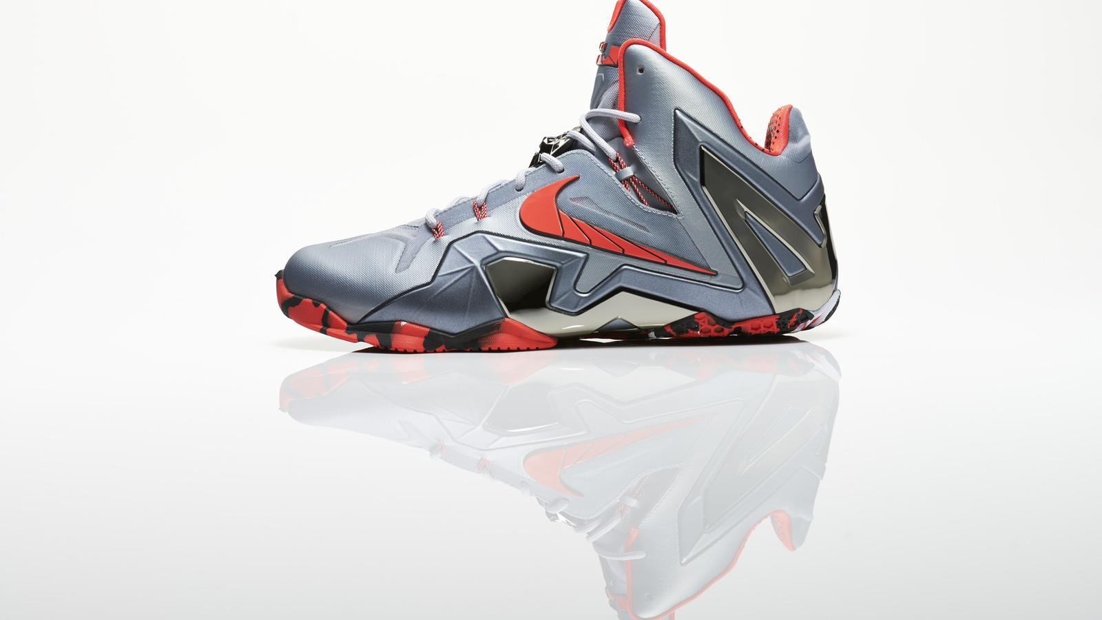 su14_bb_lebron11_elite_642846_001_return_profile_16832