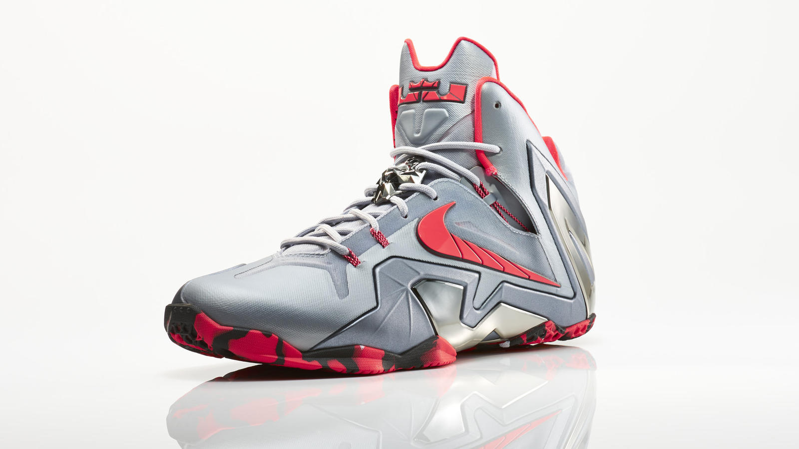 su14_bb_lebron11_elite_642846_001_return_3qtr_16921