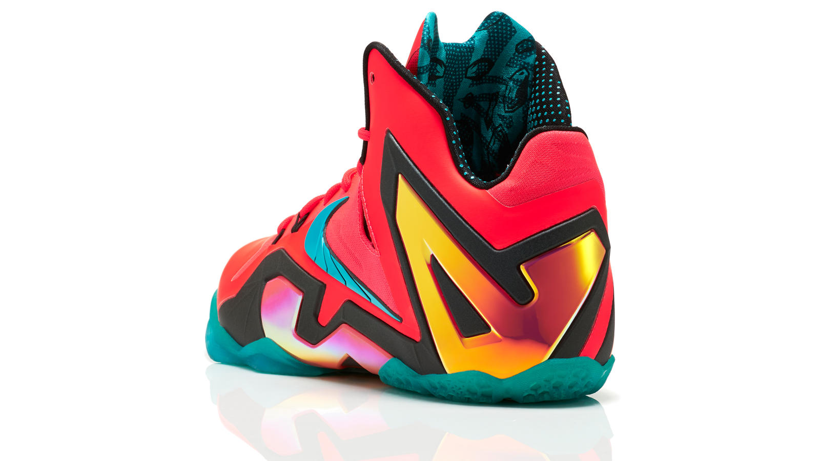 lebron_11_unleashed_600_3qtr_back_low_0213_fb