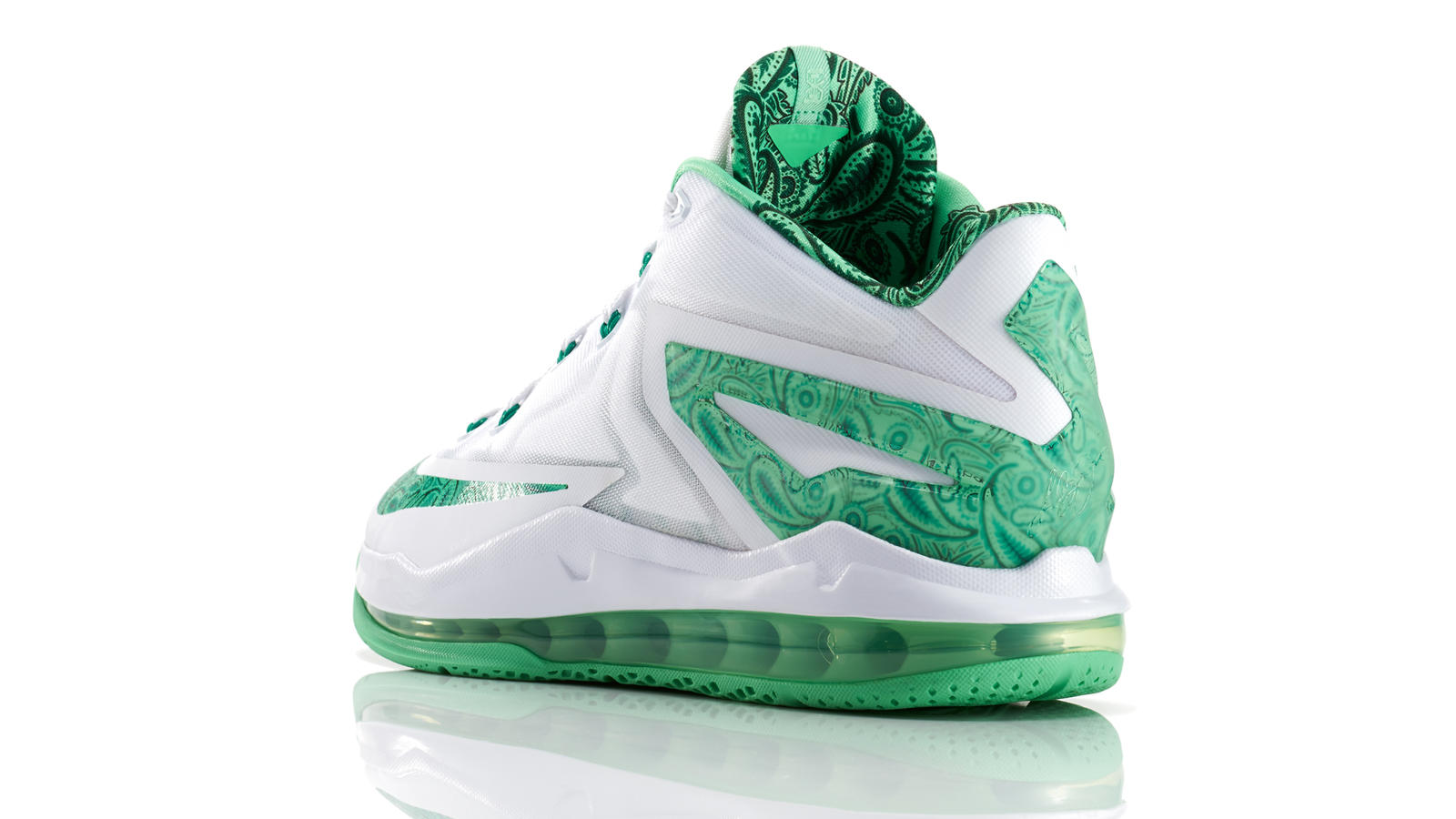 lebron_11_low_easter_100_3qtr_back_low_0101_fb