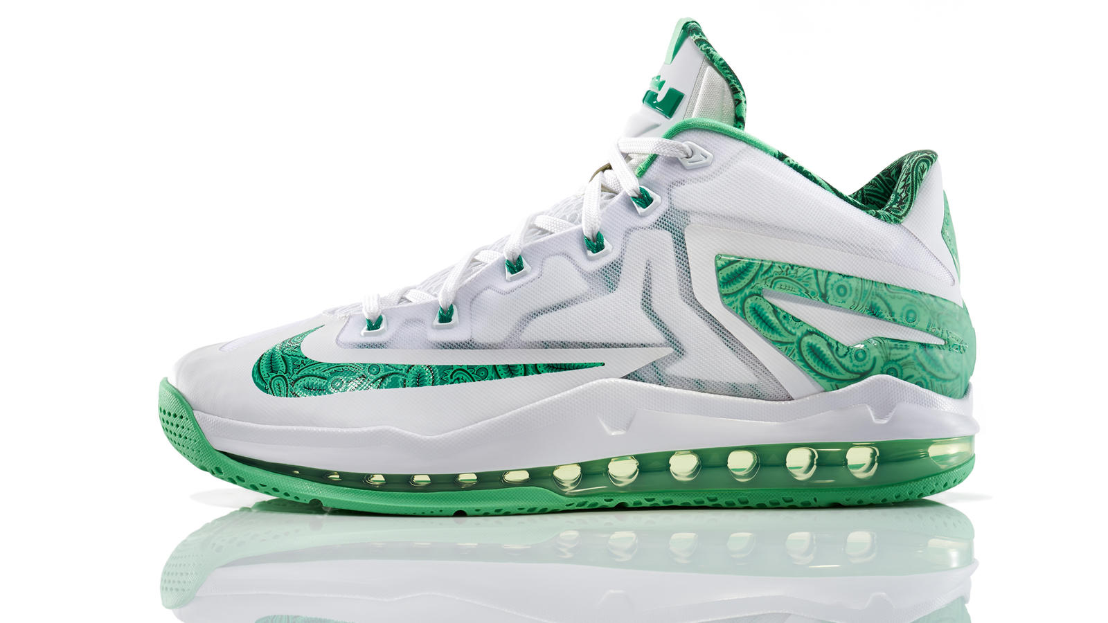 lebron_11_low_easter_100_profile_0132_fb