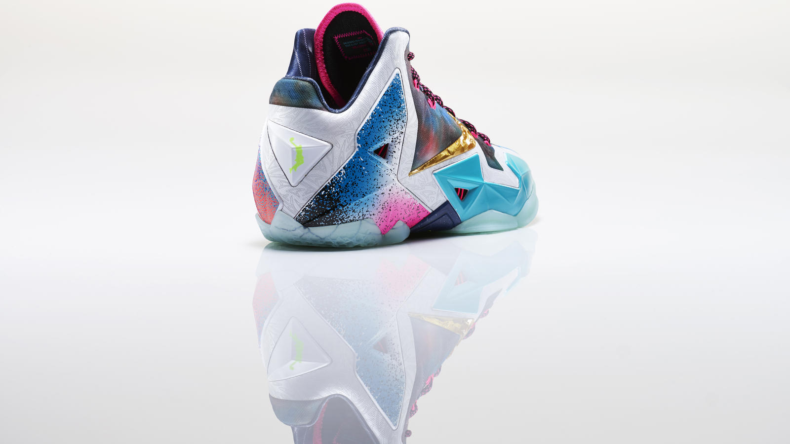 lebron_xi_what_the_right_3qtr_back