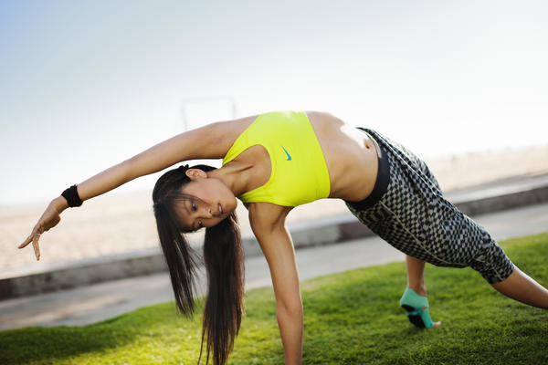 Power up for Summer with Leah Kim's N+TC Solar Power Yoga Workout