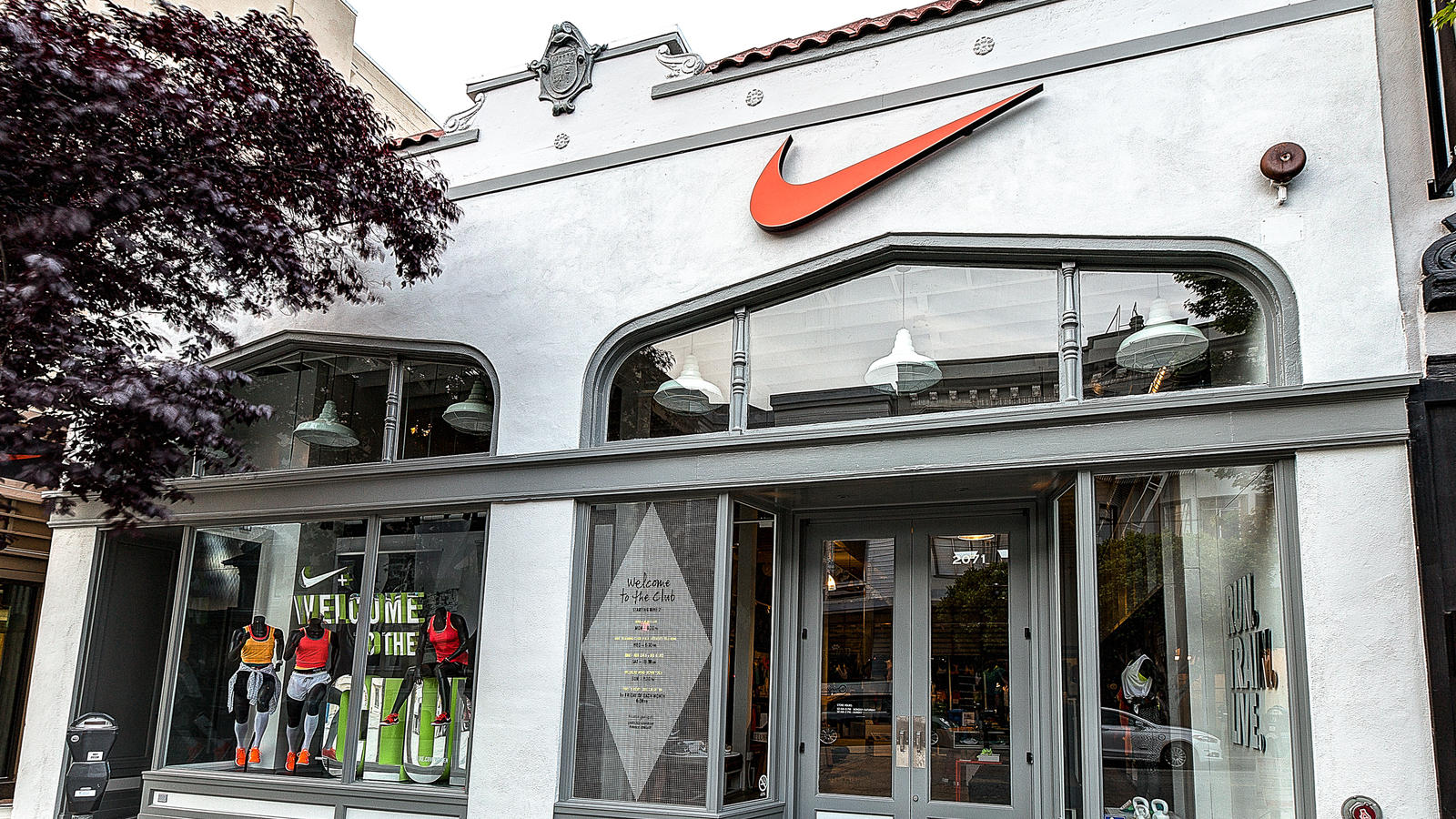 nike store emeryville hours