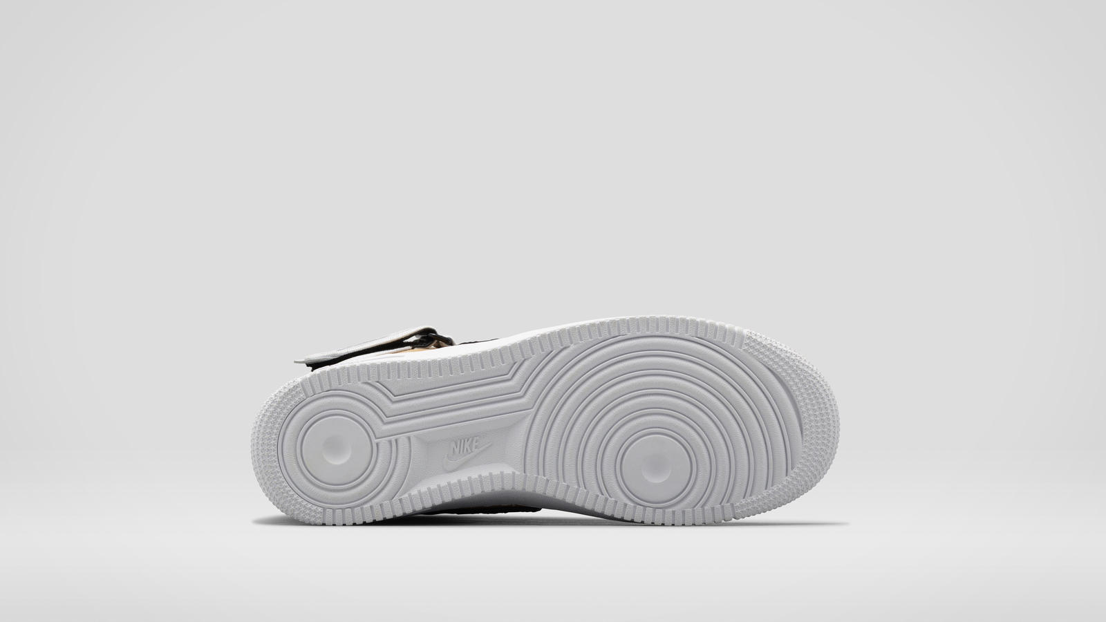 b9_app-air_force_1_high_tisci_tan_669919_200-right_outsole-6743
