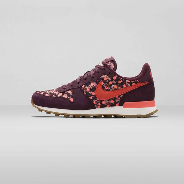 Nike%20x%20 Liberty%20 Internationalist Burgundy Mango