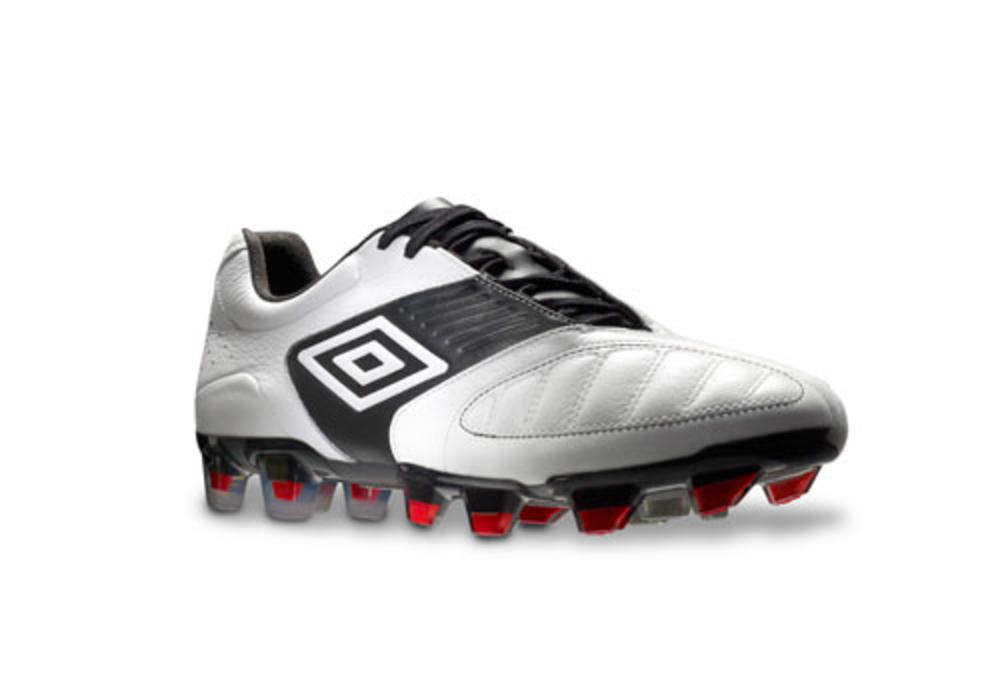 Umbro introduces the Geometra football boot