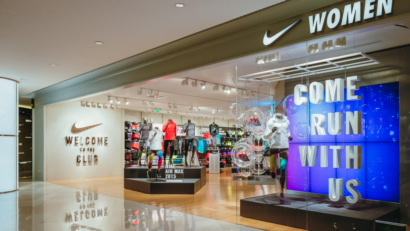 Nike women s only store with premium on site sports for Homepage shop
