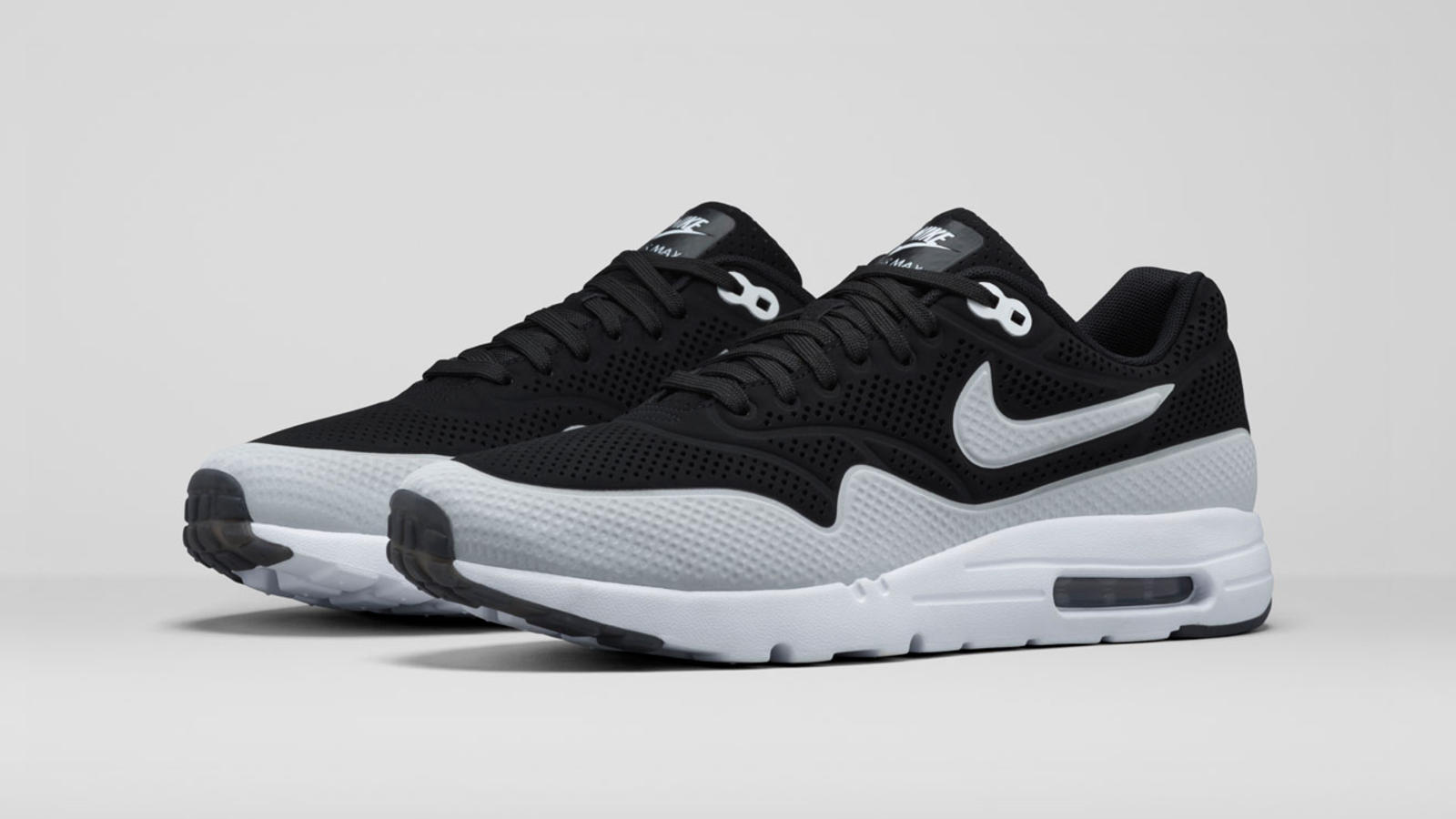 Air Max 1 Mens Noir  / Mocassins Blancs