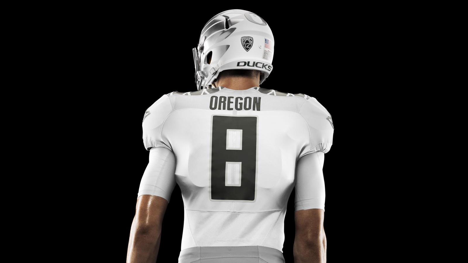 HO14_NFB_NCAA_Oregon_Uniform_439_V2_crop_1_HR