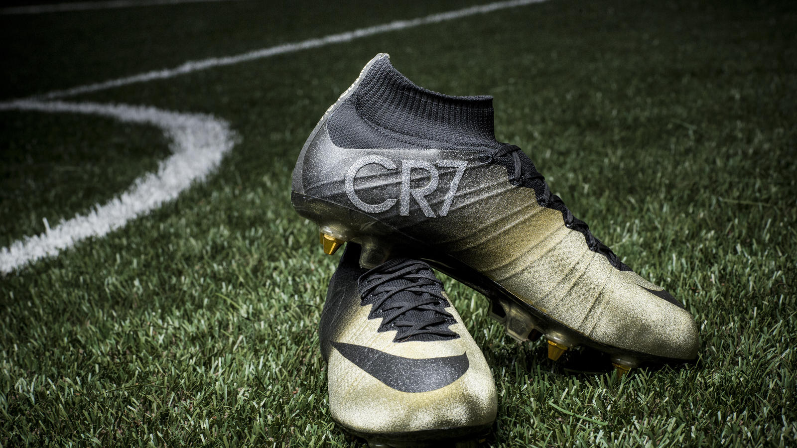 e9a837503694 Nike Congratulates Cristiano Ronaldo with Mercurial CR7 Rare Gold ...
