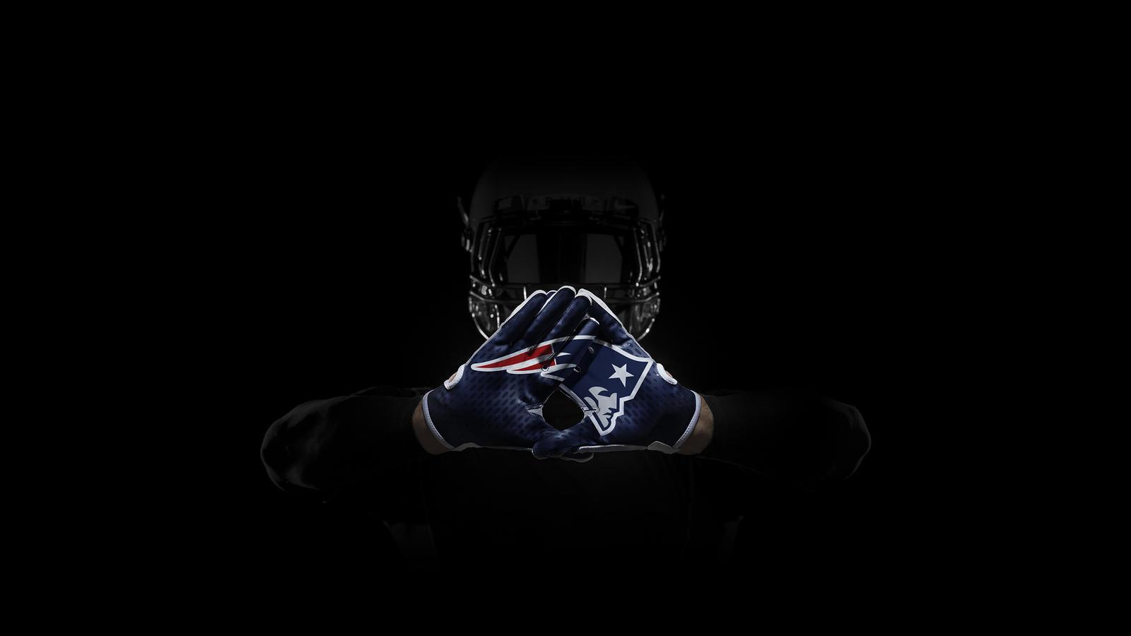 SP14_NFL_SB_TeamGloves_Hands_Patriots