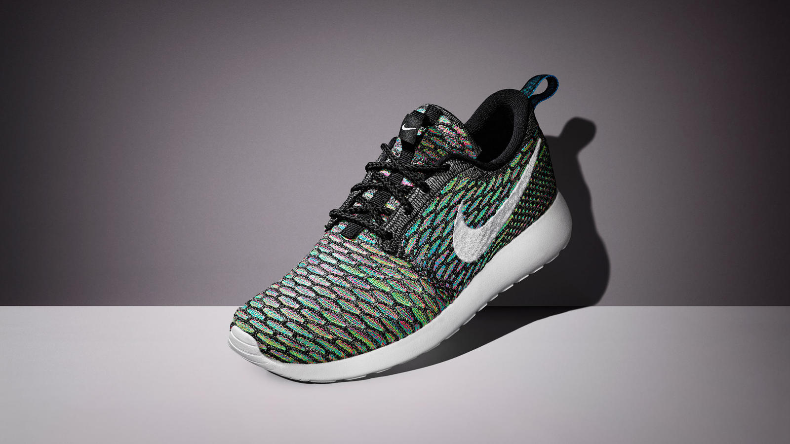 Sp15_NSW_Roshe_Flyknit_W_Grey_White_06_original_porto (18)
