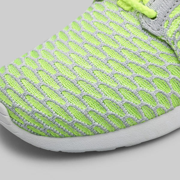 Sp15_NSW_Roshe_Flyknit_W_Grey_White_06_porto (2)