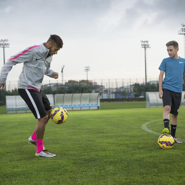 Neymar Jr. & Young Athlete - Nike Hypervenom Liquid Diamond Pack