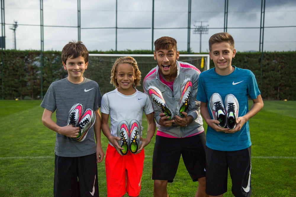 Neymar Jr. Inspires Young Footballers with Nike Hypervenom Liquid Diamond Pack