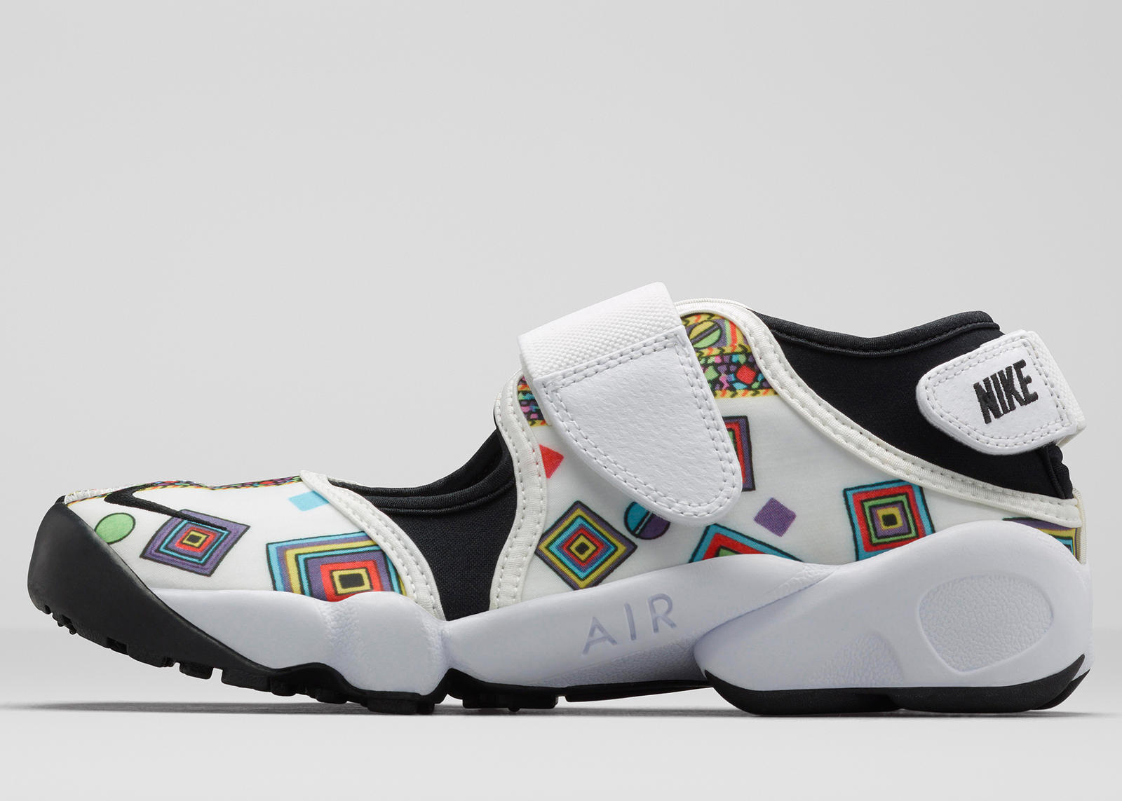 extraterrestre Hacia Humano  The Nike Air Rift Adds Edge To The Liberty Collection - Nike News