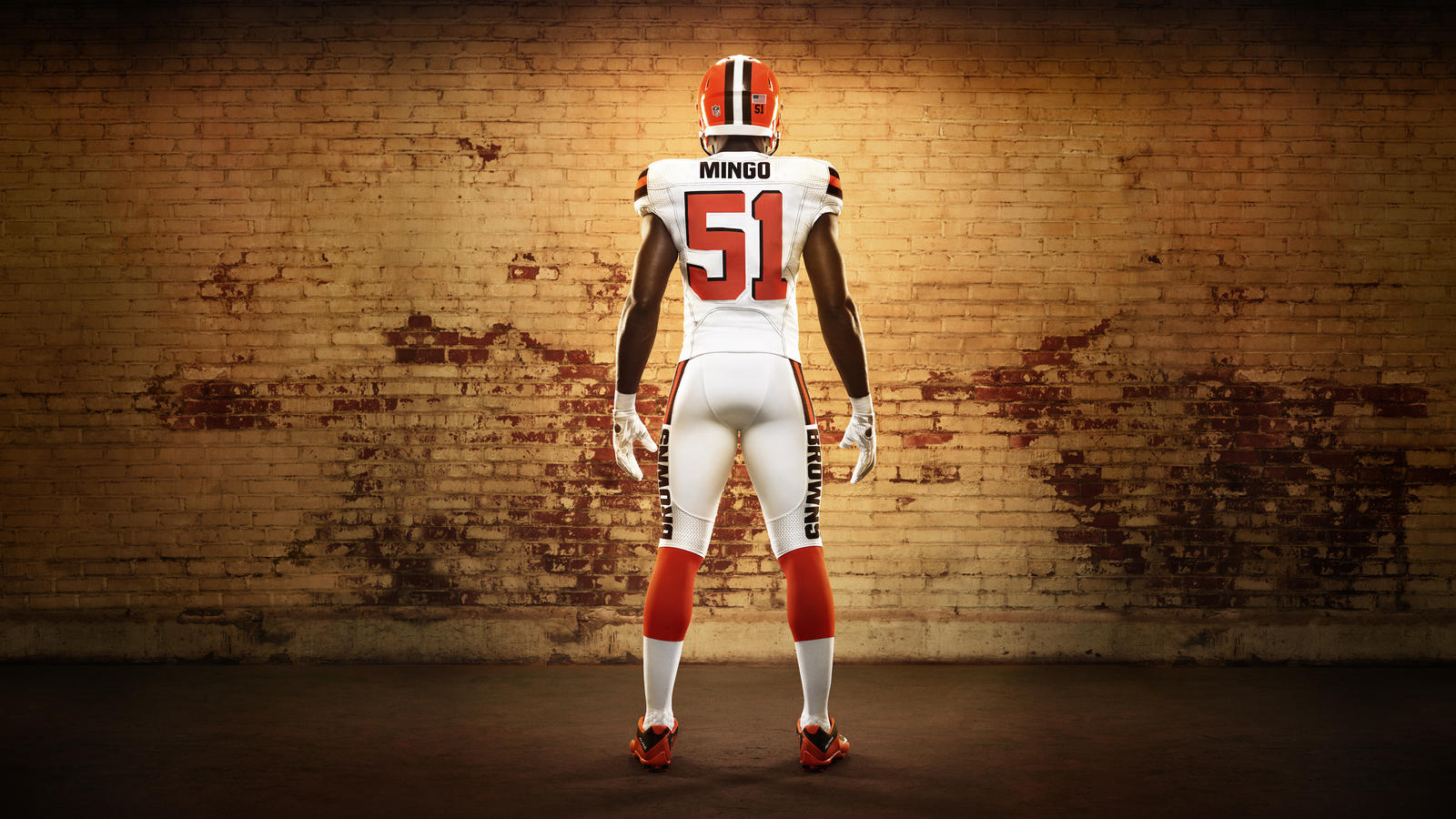 45626_268352_02a_Nike_FB_Cleveland_Barkevious_Mingo_Soldiers_0039_16X9