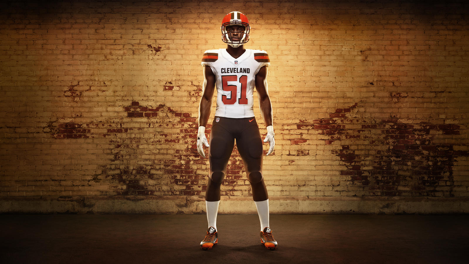 45626_268352_01a_Nike_FB_Cleveland_Barkevious_Mingo_Soldiers_0089_16X9