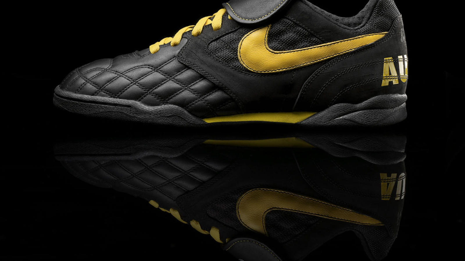 HO09  Nike Sportswear LIVESTRONG collection - Nike News 3172f9e04