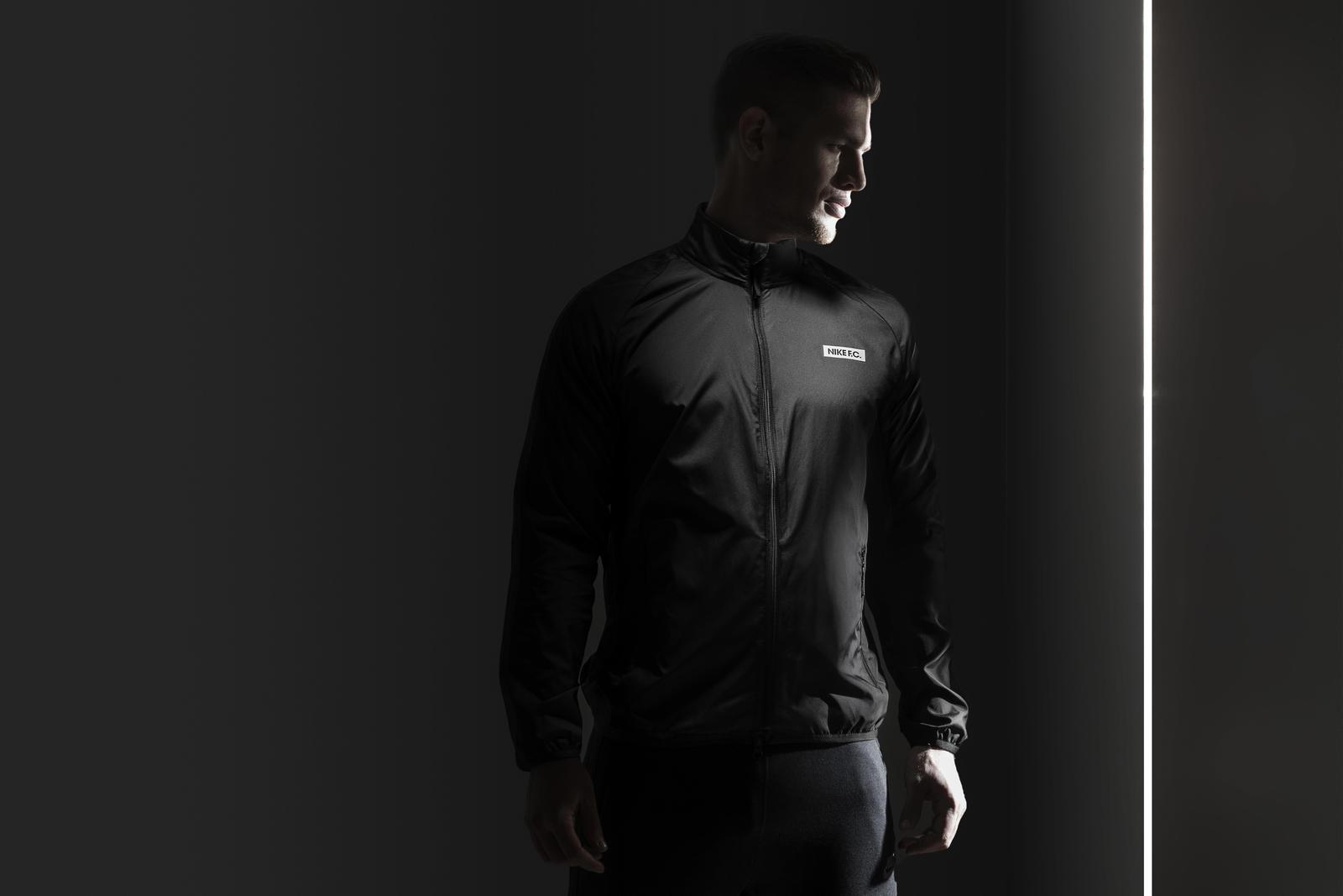 Su15_NSW_NikeFC_N98_Packable Windbreaker_01