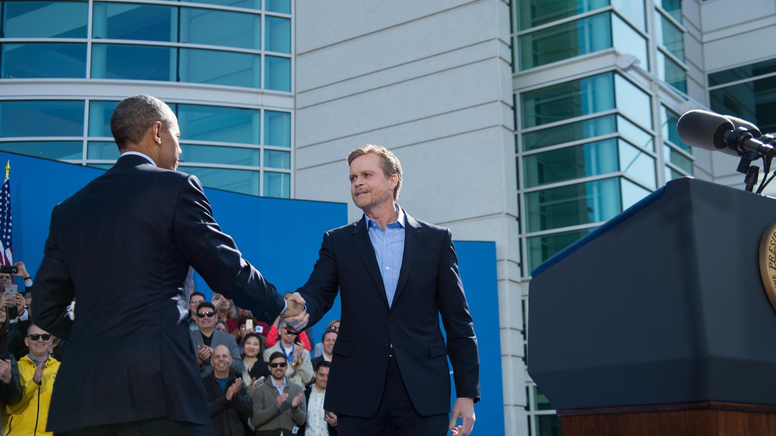 President-Obama-Visits-Nike-WHQ-11