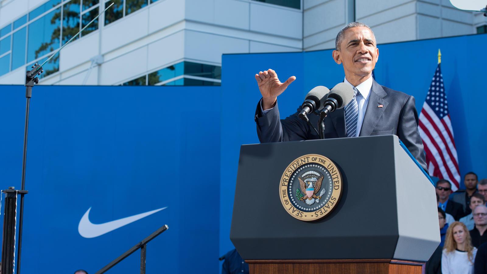 President-Obama-Visits-Nike-WHQ-9