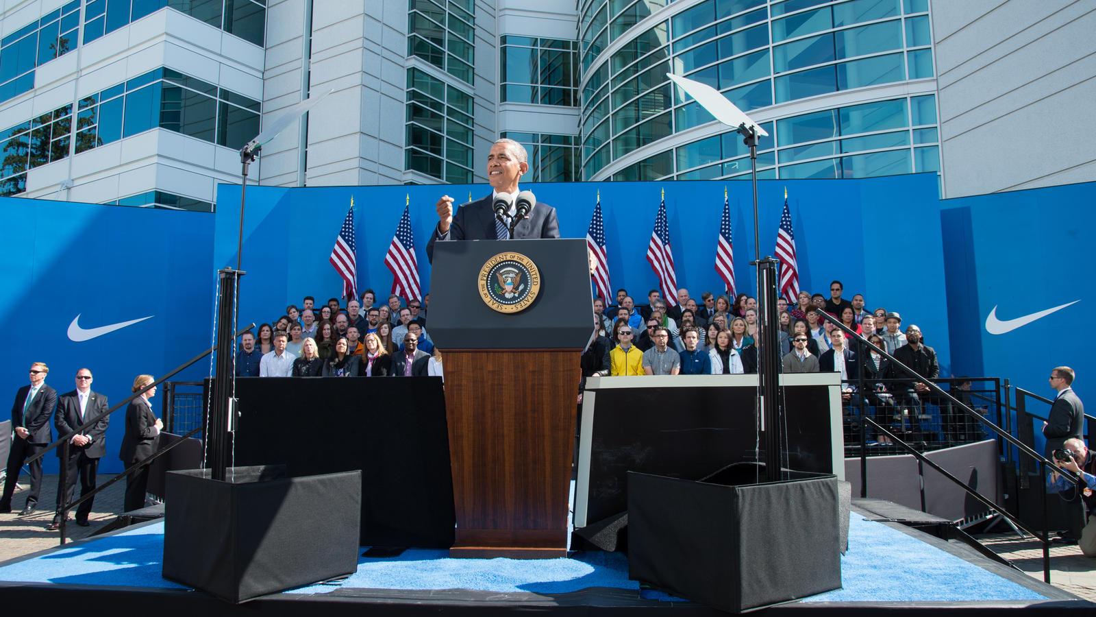 President-Obama-Visits-Nike-WHQ-13