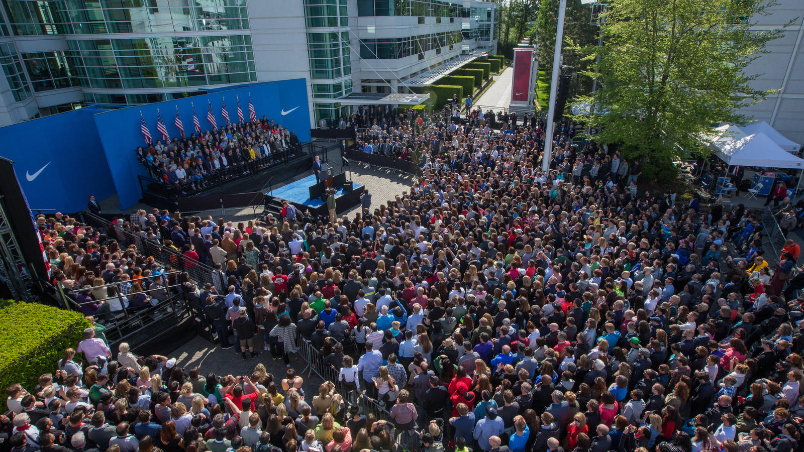 President-Obama-Visits-Nike-WHQ-14