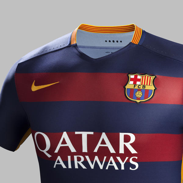 Fa15 Club Kits Pr Match Crest H Barcelona R