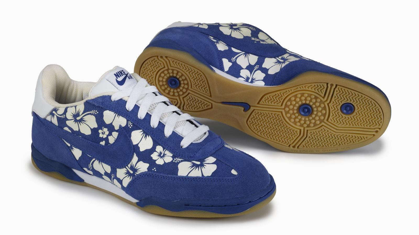 Leah Heilman-Pollack, 2004 Zoom Air FC: Hibiscus flowers on right lateral quarter, gum outsole on right shoe