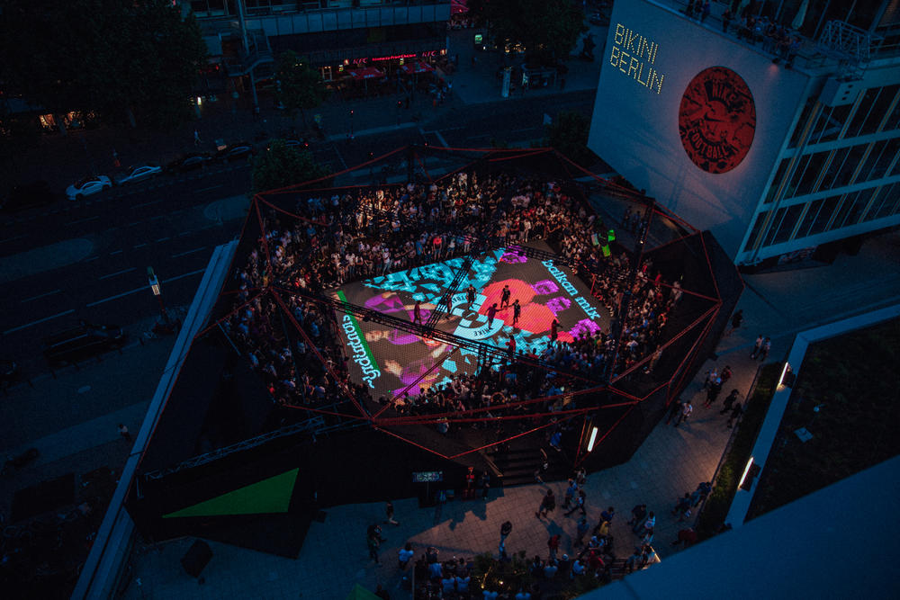 Nike Football Lights Up Berlin