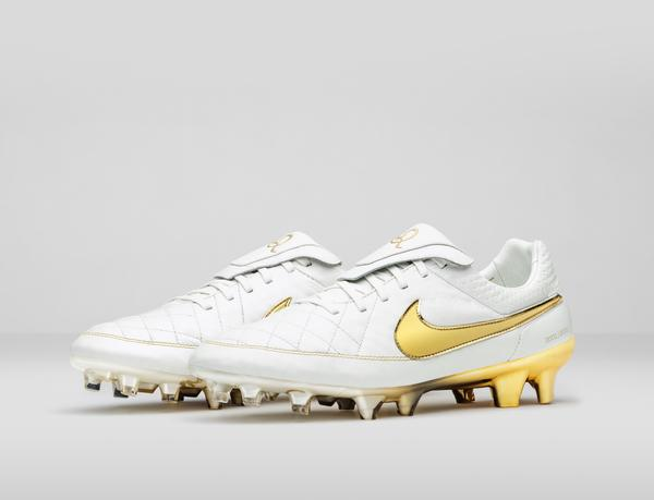Nike_Football_Ronaldino_Tiempo_Gold_R_PA