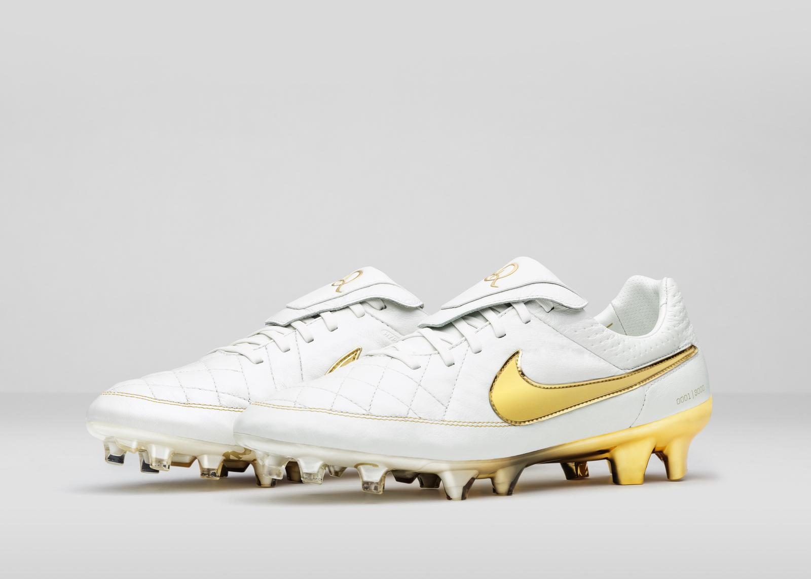 Nike_Football_Ronaldino_Tiempo_Gold_R_PAIR