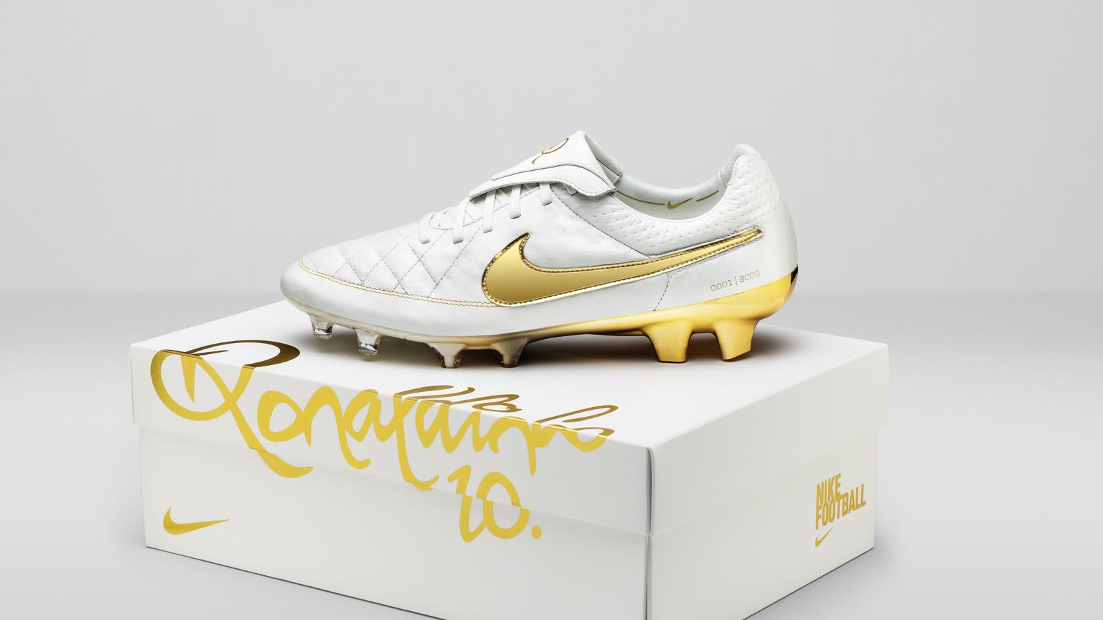 Nike_Football_Ronaldino_Tiempo_Gold_BOX_hero