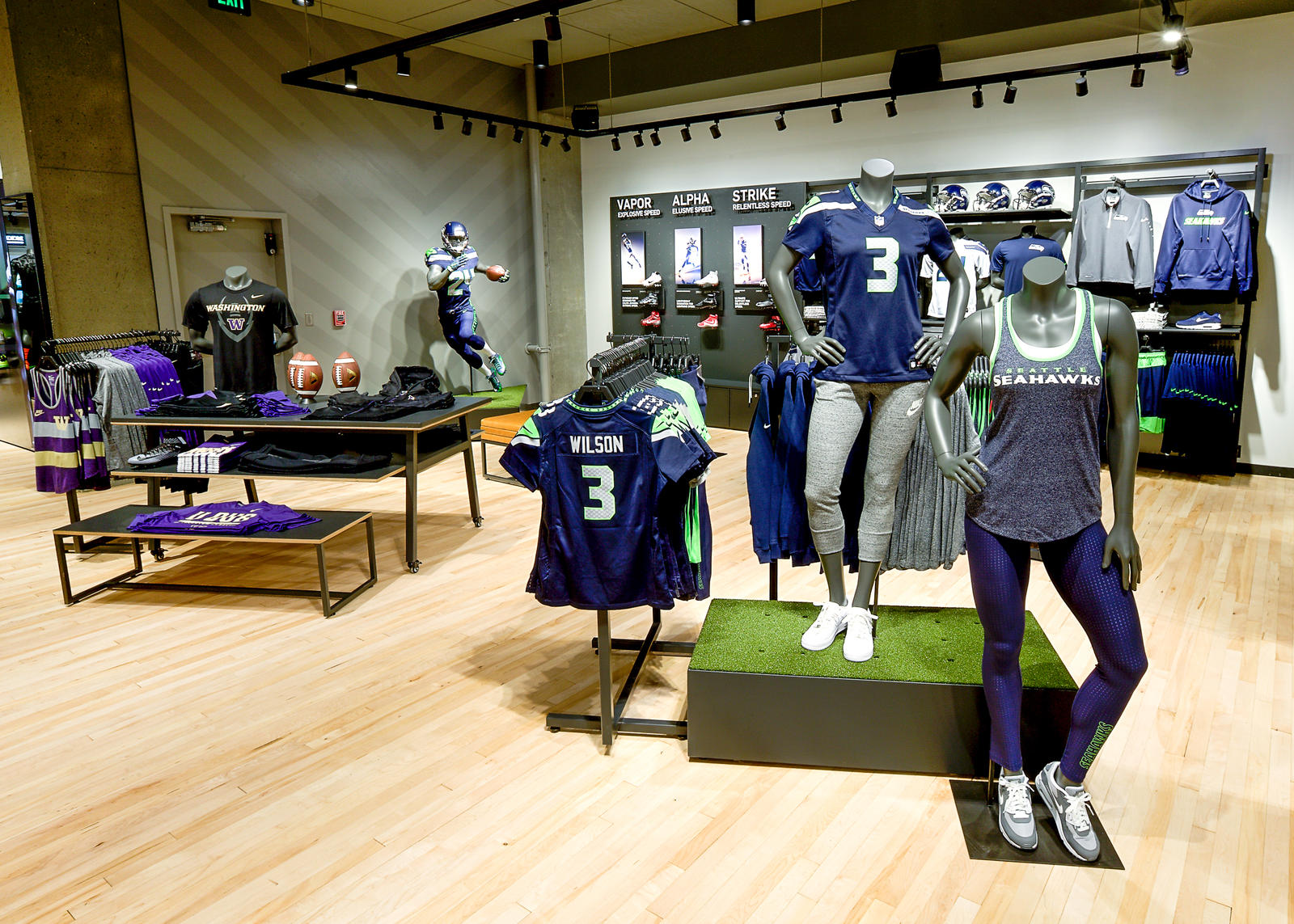 Nike seattlereopeningbeautyshots 7.29.15 12 rectangle 1600