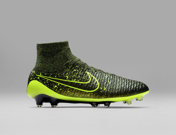 Nike Football Electro Flare Pack