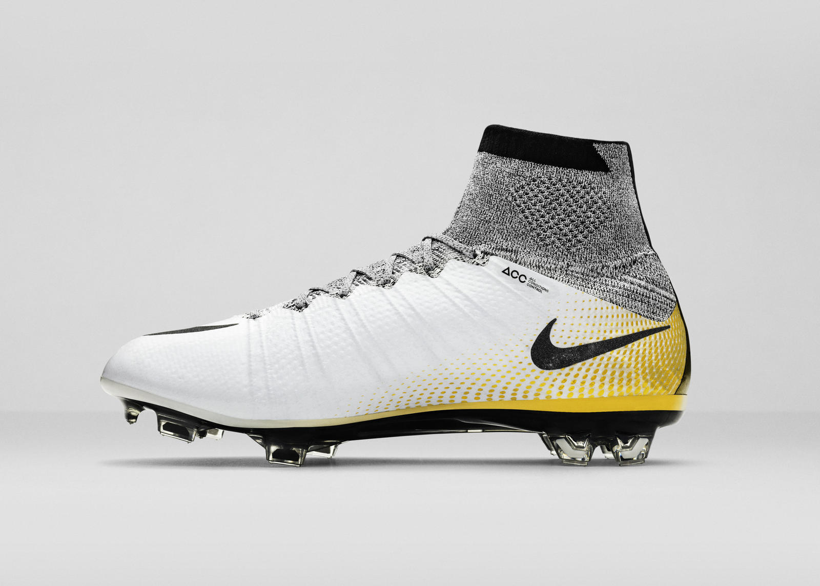 Nike Superfly Cr7 Gold Lat Right View 04 Flip V2